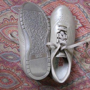SAS shoes 8 WW